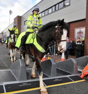 Picture of female police officer on horseback